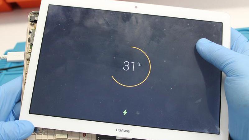 Naprawa gniazda micro USB w tablecie Huawei